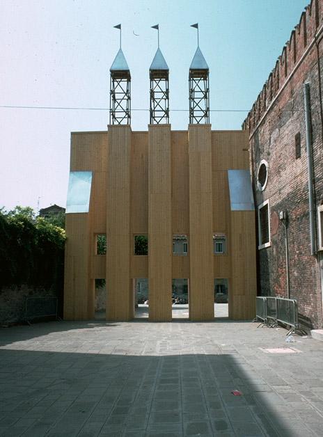 Portale d'ingresso alla mostra di Architettura all'Arsenale